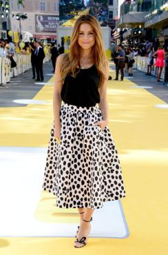 maria-menounos-at-minions-premiere-in-london-1