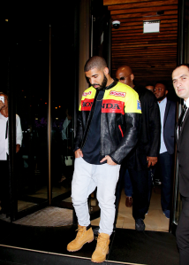 Drake-was-spotted-leaving-the-Novikov-restaurant-in-London.